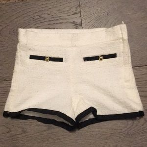 Super chic JANIE AND JACK shorts. Size 3T.